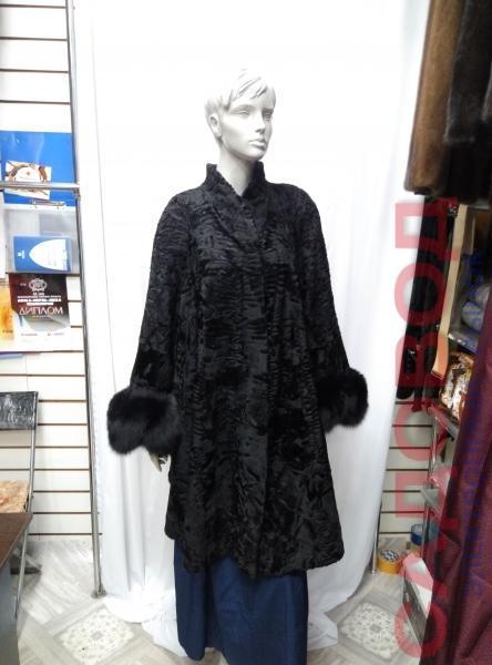 """Клешонное пальто из каракульчи,модель """"Д-10"""" с песцом на рукавах Шубы женские на рынке Садовод"""