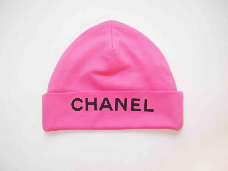 """Шапка с надписью """"CHANEL""""  розовая"""