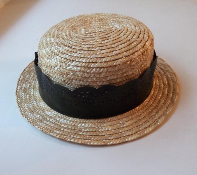 Шляпка канотье с ажурной лентой