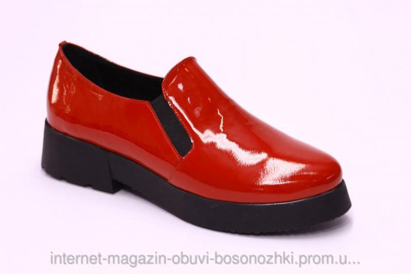Женские слипоны классические красный лак