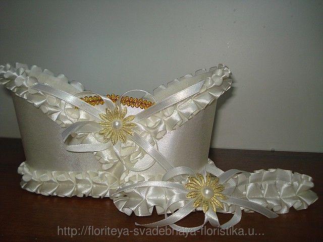 Корзинка для свадебного шампанского белая атласная