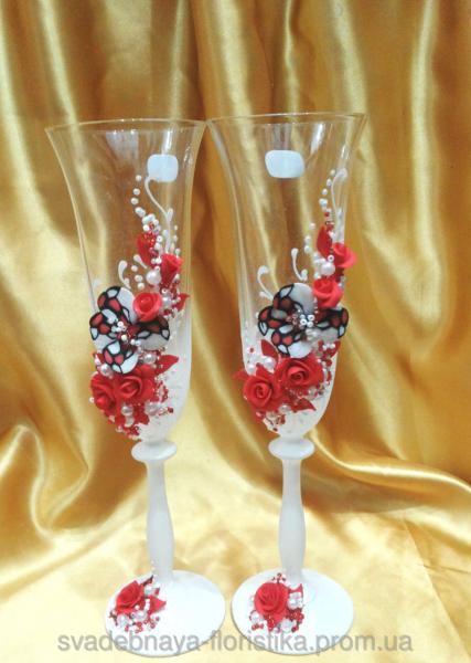 """Свадебные бокалы """"Бабочки"""" в красном цвете."""