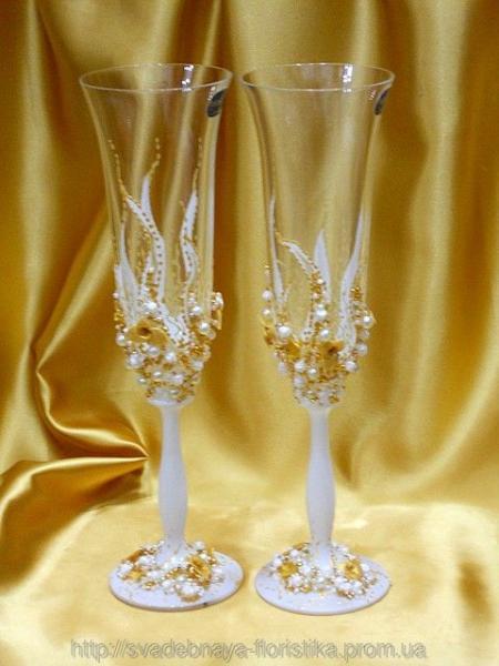 Свадебные бокалы ручной работы в бежевом цвете