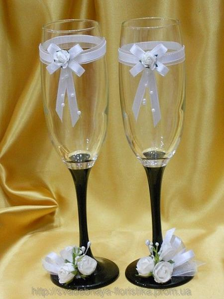 Свадебные бокалы на черной ножке