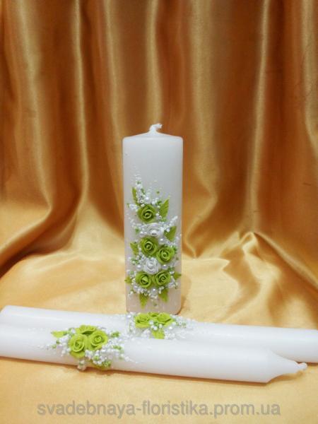 Набор свадебных свечей в бело/салатовом цвете.