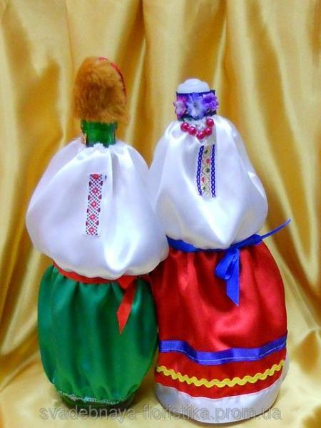 Наряд для свадебного шампанского в украинском стиле.