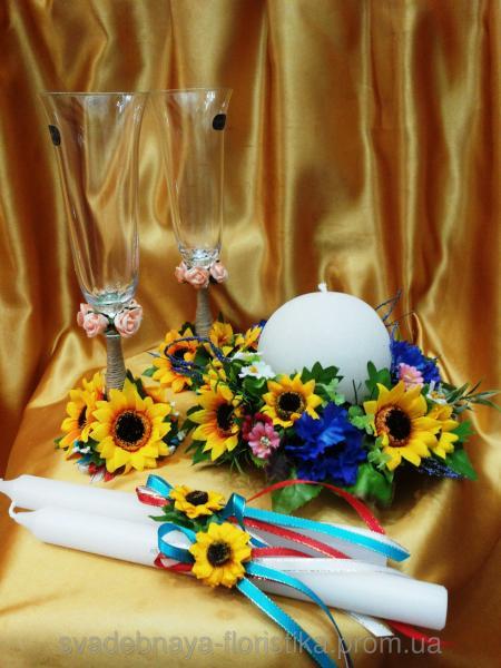 Бокалы и свечи в украинском стиле