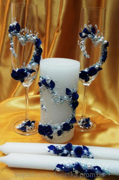 """Свадебные бокалы и свечи """"Синие сердце""""  цвета."""