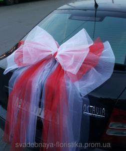Фото Свадебные украшения на машину Бант на свадебную машину красный.