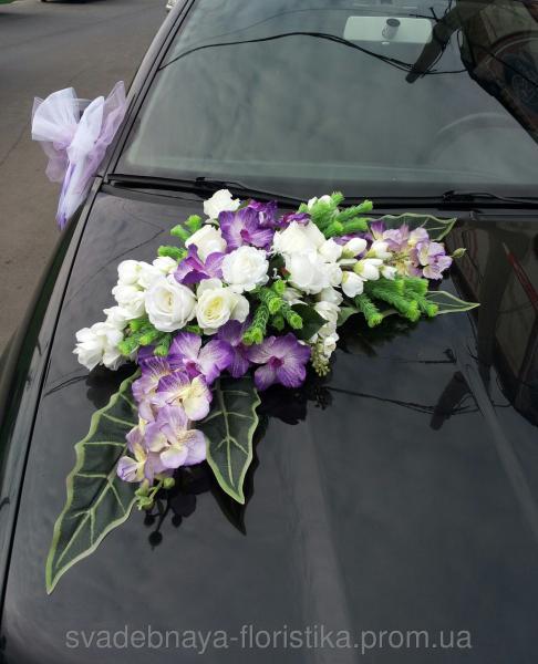 Цветочная композиция на свадебную машину.
