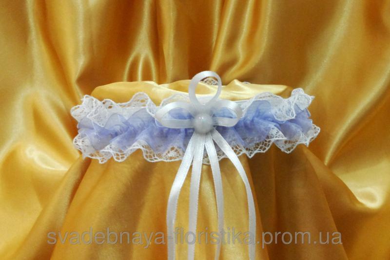 Свадебная подвязка невесты с сиреневой лентой.