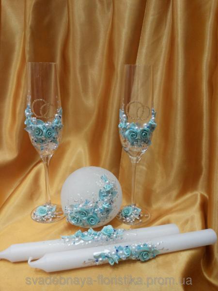 """Свадебные бокалы и свечи """" Кольца"""" в голубом цвете."""