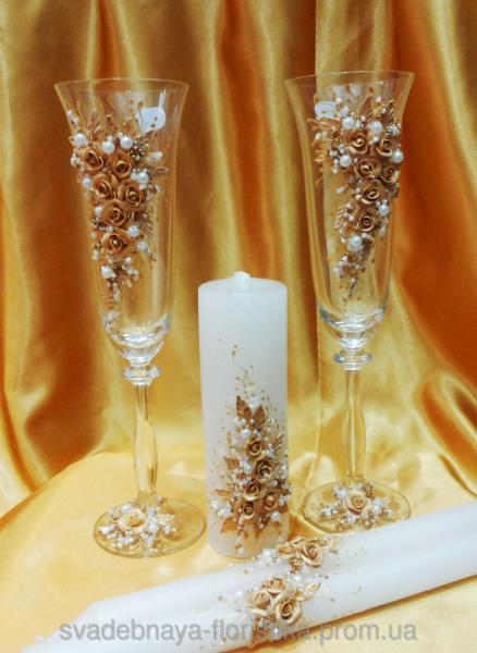"""Свадебные бокалы и свечи """"Свадебные кольца"""" золотые."""
