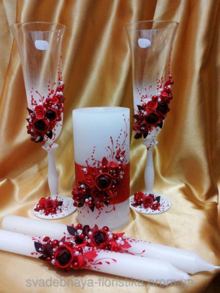 """Свадебные бокалы и свечи """"Пионы"""" красного цвета."""