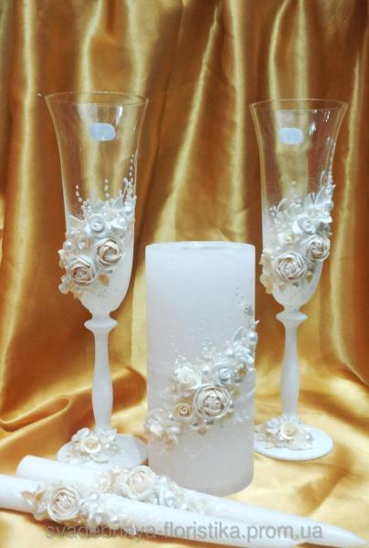 """Свадебные бокалы и свечи """"Пионы"""" белого цвета."""