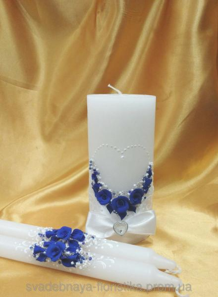 Комплект свечей  в бело/синем цвете.