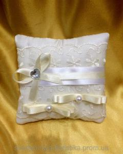 Фото Свадебные подушечки для колец Подушечка для обручальных колец айвори.