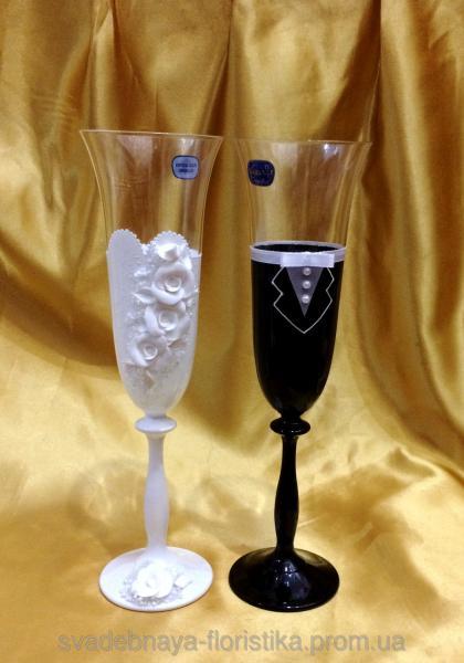 """Бокалы """"Жених и Невеста"""" в бело/черном цвете."""