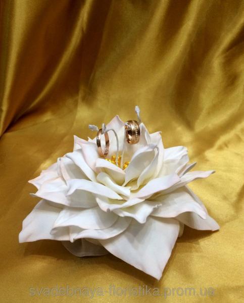 """Подставка для обручальных колец """"Цветок"""" бежевый"""