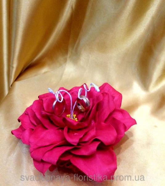 """Подставка для обручальных колец """"Цветок"""" малиновый."""