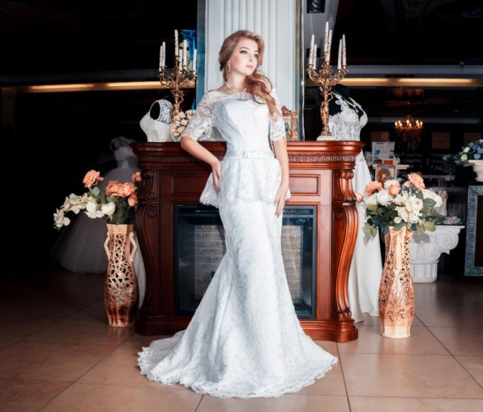Свадебное платье рыбка с баской и шлейфом Гера