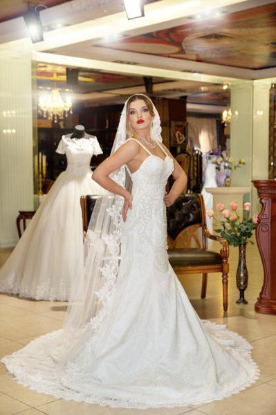 Свадебное платье со шлейфом 2665
