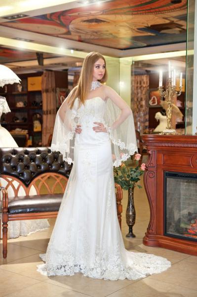 Свадебное платье со шлейфом Аллюр