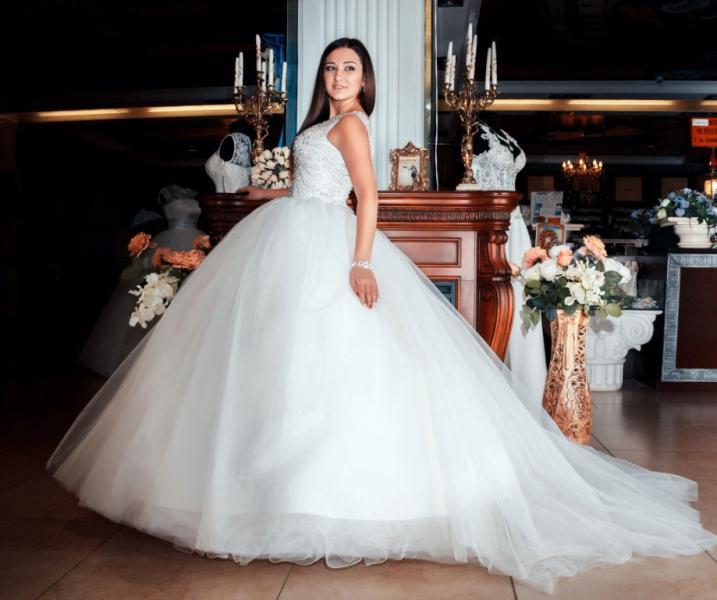 Свадебное платье со шлейфом Камни Прада