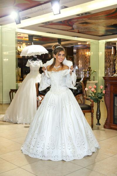 Свадебное платье со шлейфом Королева