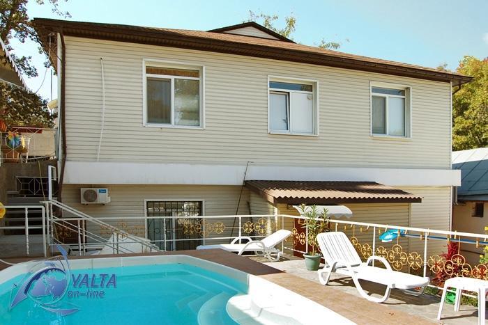 Дом с бассейном в Ялте по-квартирно