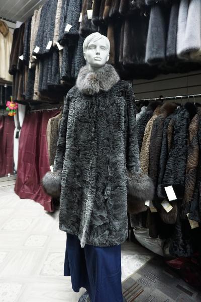Фото Шубы, Шубы из песца Клешонное пальто из каракульчи,модель