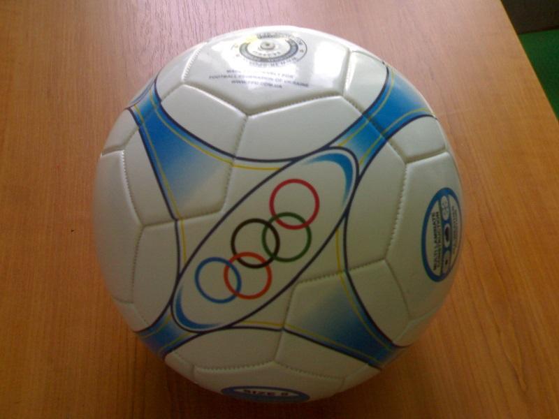 Футбольный кожаный мяч
