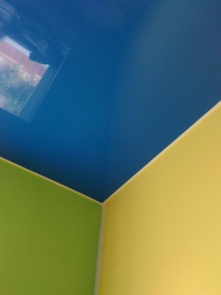 Синие натяжные потолки