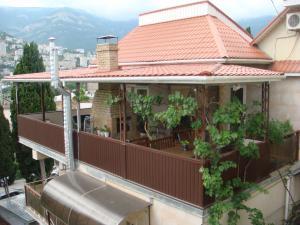 03 КОКОС 2х местное размещение в двухэтажном гостевом доме №1 отдых в Ялте  ( два+1) проживание с парковкой