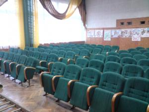 Фото Кресла для актовых залов школы, колледжа, клубов, конференц-залов, Домов культуры, театров и кинотеа Кресло М3 театральное в зрительный зал, актовый зал, кинозал полумягкие под заказ от белорусского производителя. Цена