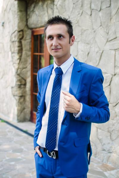 Костюм молодежный, голубой, без блеска.