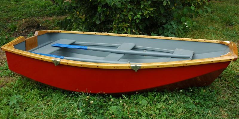 Лодка гребная ЛЛ-235м (красный корпус)