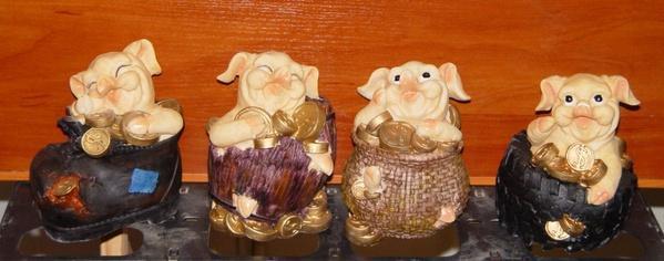 Копилка свинья (в башмаке, бочке, корзине, шине) (маленькая) (2 вида)   Артикул: 10000023