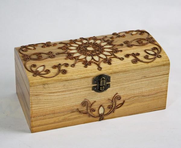 """"""" Дерев'яна шкатулка з металевим декором ручної роботи. Розмір шкатулки 10х20 см .   Артикул: 13172021"""