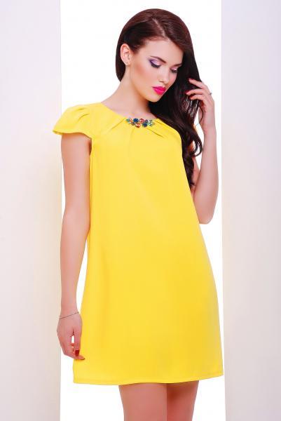Платье коктейльное желтое c брошью  VIVA