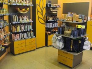 Фото  Торговое оборудование для магазина косметики и парфюмерии