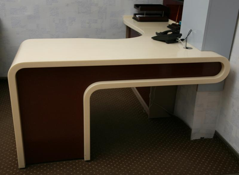 Стол угловой письменный комбинированный (искусственный камень и пластик) для офиса