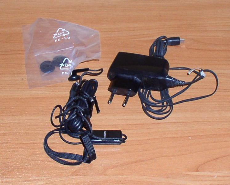 Комплект для мобильного Nokia: зарядное устройство, наушники *4988