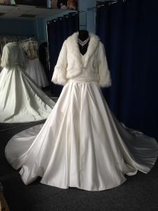 Фото Свадебные шубки, болеро и накидки Шубка Amore Mio
