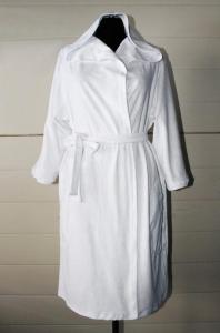 Фото Купить халаты… Халат махровый белый запах Капюшон, арт. 0107, р-ры: 50-52, по 2 твара