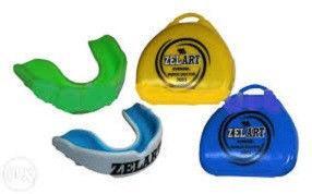 Капа одночелюстная ZEL 3603 (термопластик, цвета в ассортименте, пластиковый футляр)