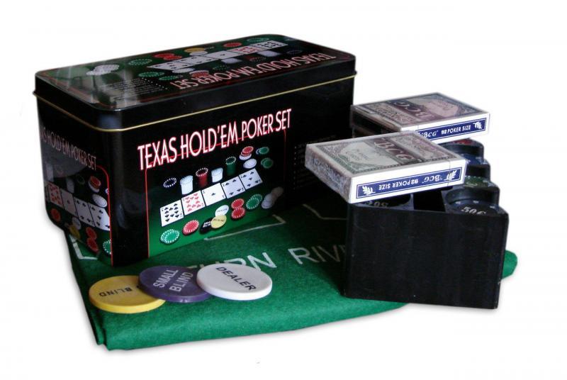 """Игра """"Покер"""" в металлической коробке. колличество фишек 200 штук, две колоды  карт,полотно  для  игры в покер."""