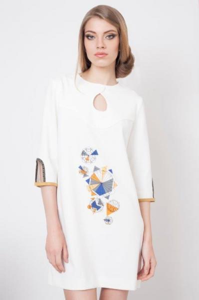 Платье-туника с оригинальным принтом