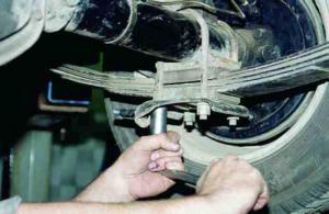 Ремонт ходовой ГАЗЕЛЬ. Замена рессор, амортизаторов.