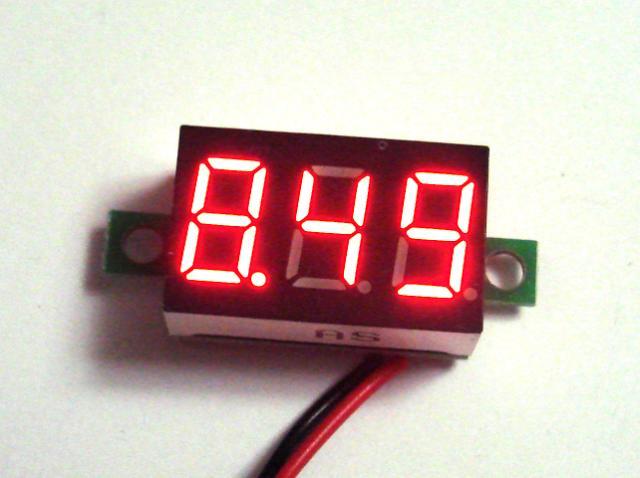 Вольтметр красный DC2.50 - 32.0 В